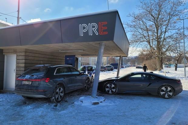 Mrazivé nabíjení Audi e-tron. Jak rychle se nabíjí při teplotách pod nulou?