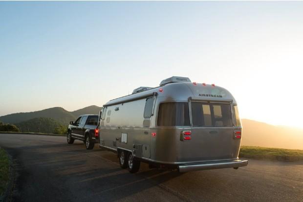 Již brzy se na trhu objeví elektrické karavany. Přijde s nimi firma Airstream