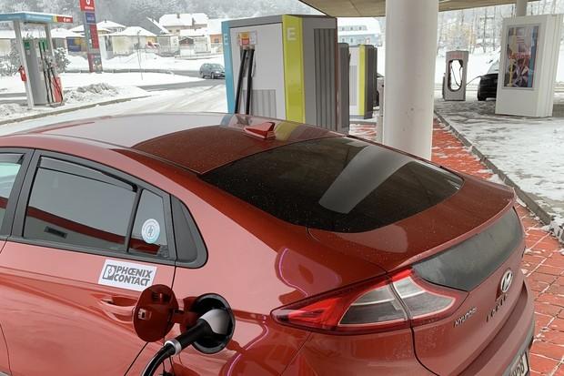 Elektromobilem s malou baterií v mrazech 1300km okolo Česka! Jak to dopadlo?
