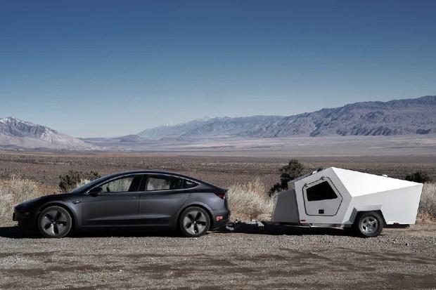 První karavan určený pro elektromobily se dostal na trh. Nabídne bohatou výbavu