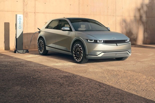 Hyundai představil svůj přelomový elektromobil Ioniq 5. Co vše umí?