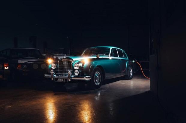 Veterán Bentley Continental z roku 1961 se stal elektromobilem