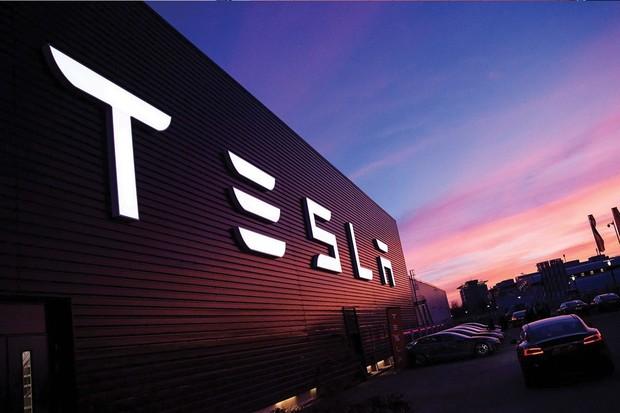 Tesla hlásí nový prodejní rekord, pandemii navzdory