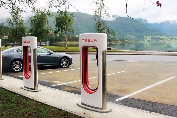 Tesla krotí některé Superchargery. Vůz nabijí na maximálně 80 % kapacity baterie