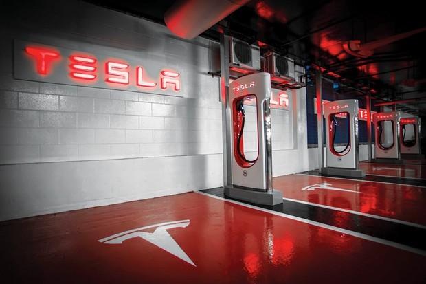 Tesla staví v Evropě víc Superchargerů v3, stále ale převládají ty pomalejší