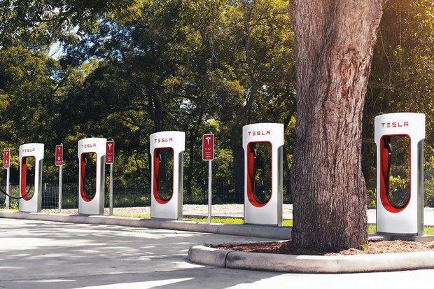Tesla připravuje obří Supercharger s nejvíce stojany! Neuvěříte, kolik jich bude