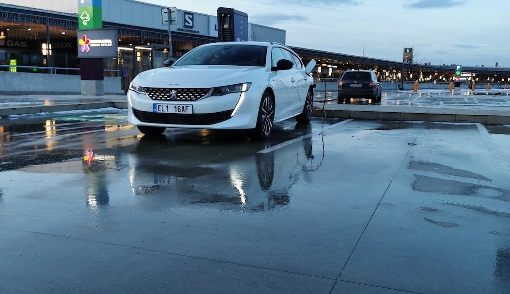 Reálná spotřeba benzínu a elektrický dojezd plug-in hybridu Peugeot 508 SW Hybrid
