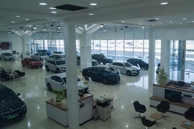 Tohle je největší showroom Škoda Auto na světě. Najdete ho v Dubaji