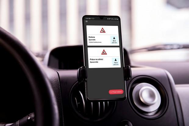 O2 pokračuje s projektem C-Roads a představuje aplikaci pro vzájemnou komunikaci vozů