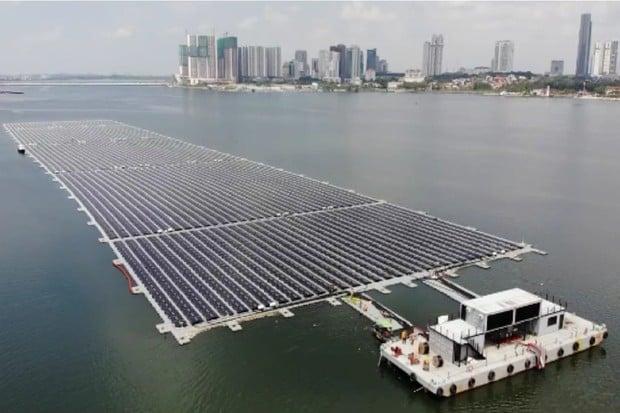 Singapur dokončuje jednu z prvních plovoucích solárních farem v moři