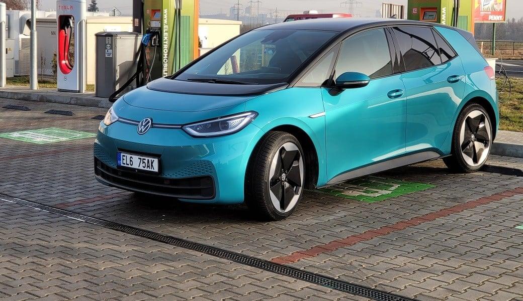 Volkswagen ID.3 Tour s největší baterií na dálnici. Jak daleko dojede?