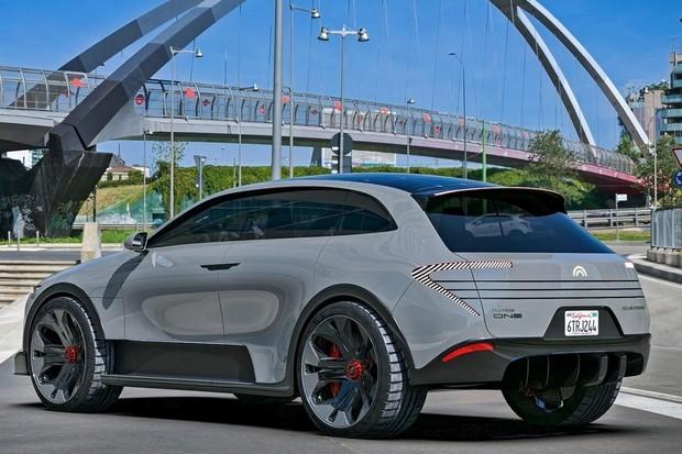 Humble Motors představil SUV s dobíjecí solární střechou