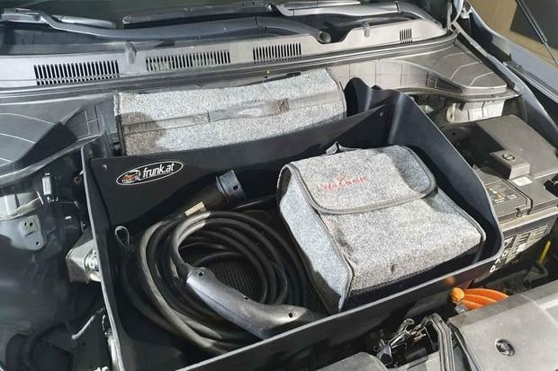 Druhý kufr v elektromobilu, který ho z výroby nemá? Žádný problém