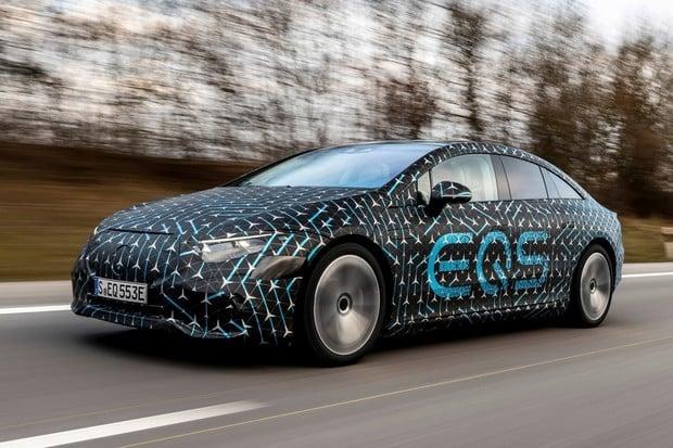 První kilometry v Mercedesu EQS. Rozmazlování a velké ticho
