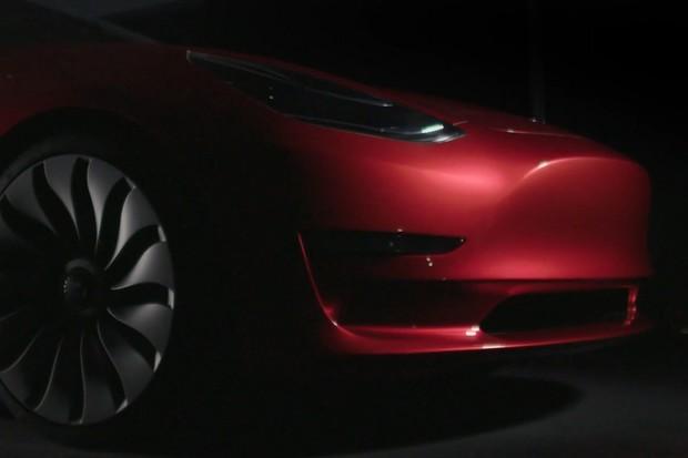 Tesla zahájila dodávky nejlevnějšího Modelu 3. V čem se liší od ostatních verzí?