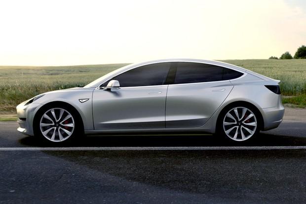 Majitelé Tesly Model 3 si stěžují na reznutí. Co na to Tesla?