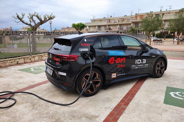 Česká posádka dnes odstartuje eco rally ve Valencii s VW ID.3