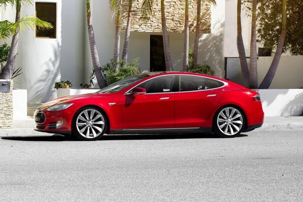 Když ani dva nestačí. Tesla možná vsadí hned na trojici elektromotorů