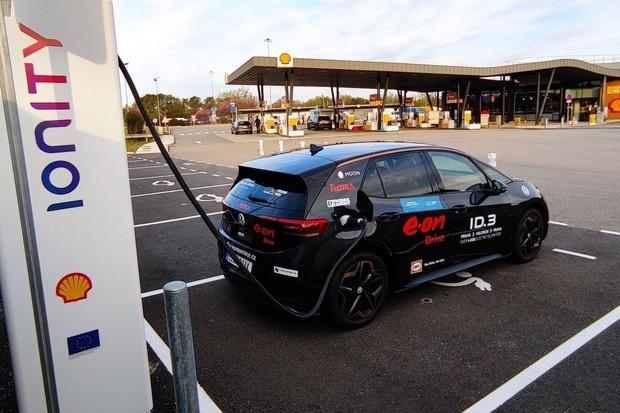 Česká posádka po první etapě eco rally ve Valencii na sedmém místě