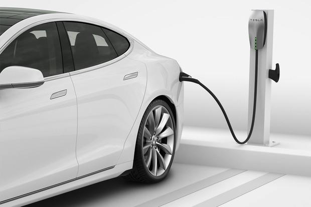 """Tesla reaguje na stížnosti a přináší funkci """"odmrazování"""" nabíjecího portu"""