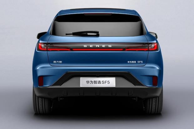 Huawei nově prodává elektromobil srozšířeným dojezdem přes 1 000 km