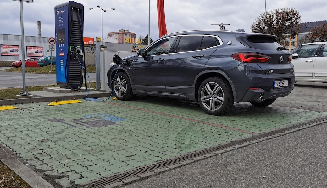 Reálná spotřeba benzínu a elektrický dojezd plug-in hybridu BMW X2 xDrive25e