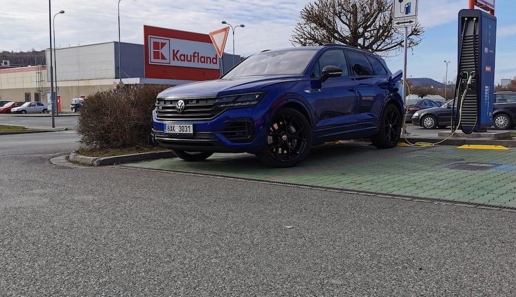 Reálná spotřeba benzínu a elektrický dojezd plug-in hybridu Volkswagen Touareg R