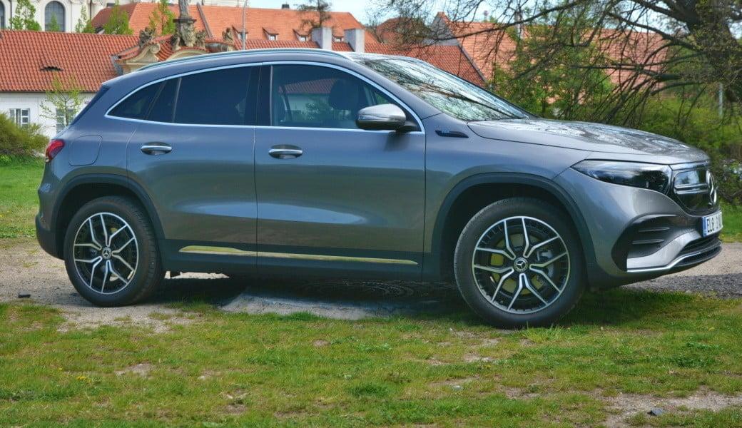 Projeli jsme nový Mercedes-Benz EQA. Potěší rychlým nabíjením i technologiemi