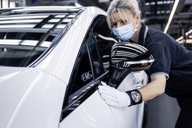 Vítejte v budoucnosti. Výroba Mercedesu EQS zahájena