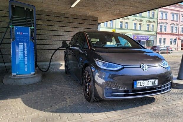 Jak rychle se nabíjí Volkswagen ID.3 Tour s největší baterií? Zjistili jsme to