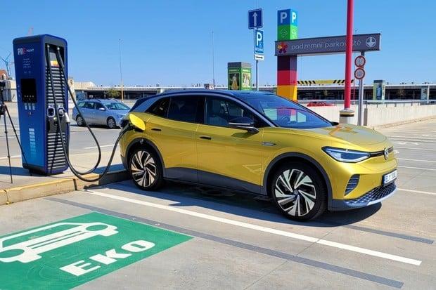 Elektromobilita má zelenou. Pořád tu jsou však některé překážky