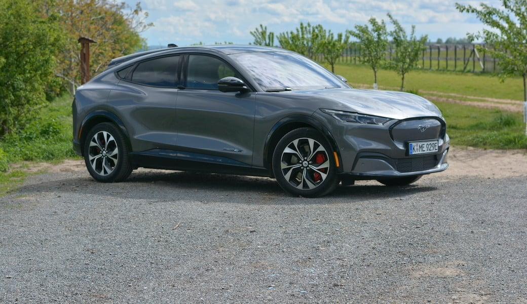 Jak jezdí první čistokrevný elektromobil značky Ford, Mustang Mach-E?