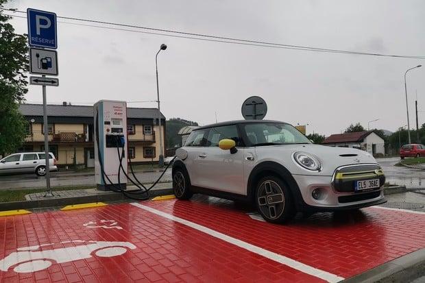 5 celkově nejúspornějších elektromobilů testu Zaostřeno na spotřebu