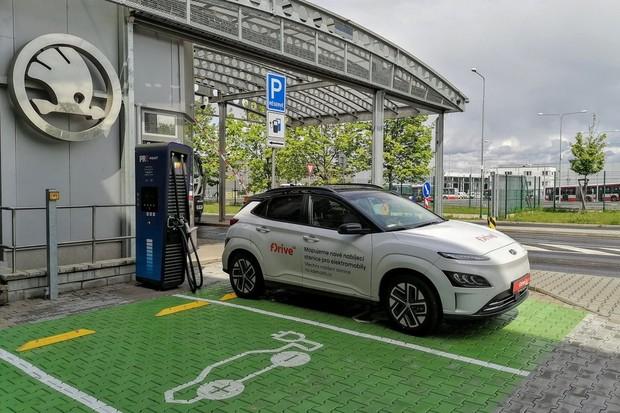 PRE spustilo ultrarychlý Hypercharger v Plzni