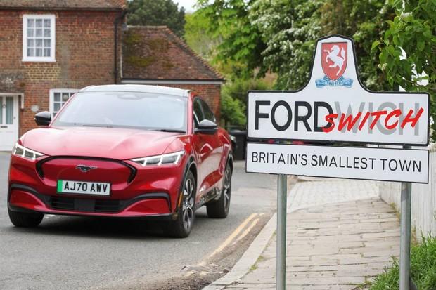 Fordy ve Fordwichi aneb elektrické Mustangy cválají Británií