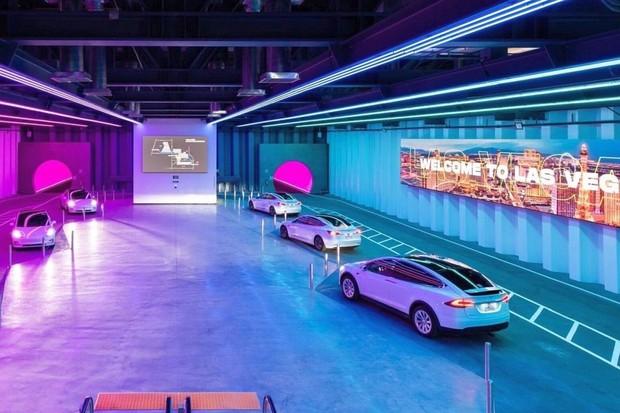 Soukromé metro Loop Las Vegas. Tesly jezdí vlastním tunelem a vozí návštěvníky