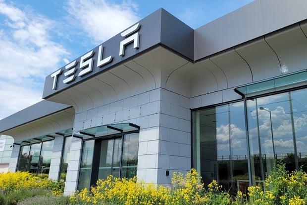 Tesla ruší svůj showroom i servis v Praze, přesouvá se jinam