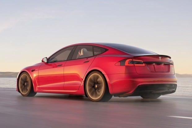 První uživatelé: Baterie Tesly Model S Plaid se nenabíjejí tak rychle, jak čekali