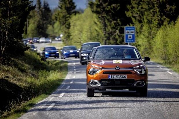 Norský test dojezdu 21 nových elektromobilů. Přes fjordy a přes hory
