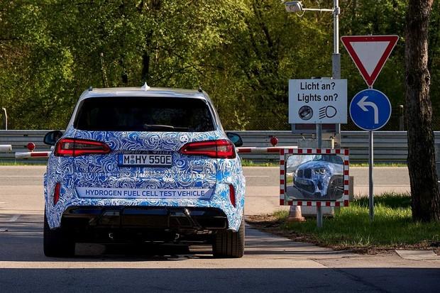 BMW finišuje testy vodíkového X5. Příští rok vznikne malá série