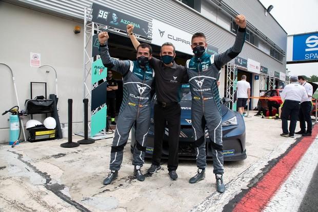 Cupra je vítězem prvního závodu cestovních elektromobilů na světě