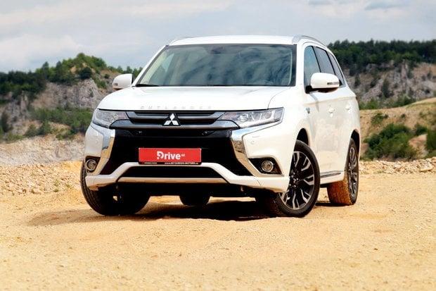 Mitsubishi Outlander PHEV se začal dovážet do USA a stojí neskutečně málo