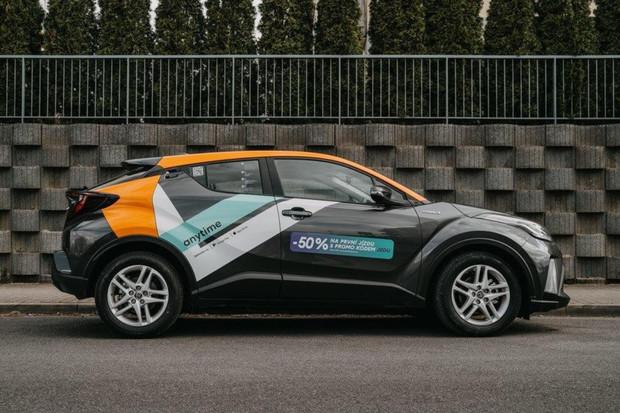 Vozový park Anytime carsharing čítá již 500 vozů. V nabídce má i auta bez potisku