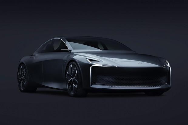 Tesla s výkonem skoro 1400koní, vodíkový sedan z Francie a další novinky