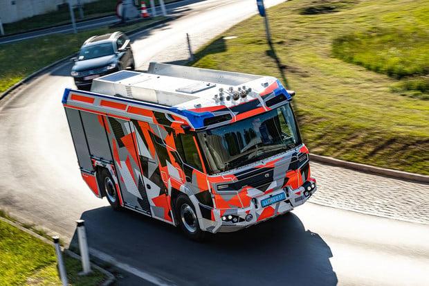 Volvo Penta spustilo výrobu pohonu pro první elektrický hasičský speciál