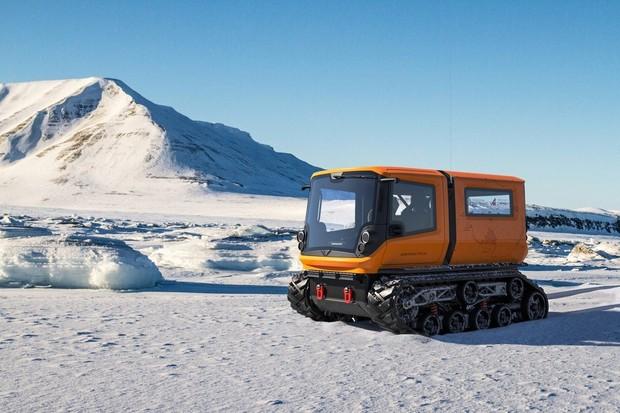 Superchargery i pro ostatní značky, polární elektromobil na Antarktidě a další
