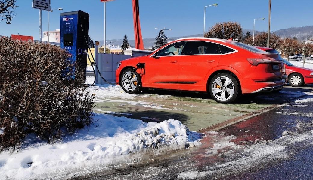 Otestovali jsme, jaká je reálná zimní spotřeba elektromobilu Audi e-tron Sportback