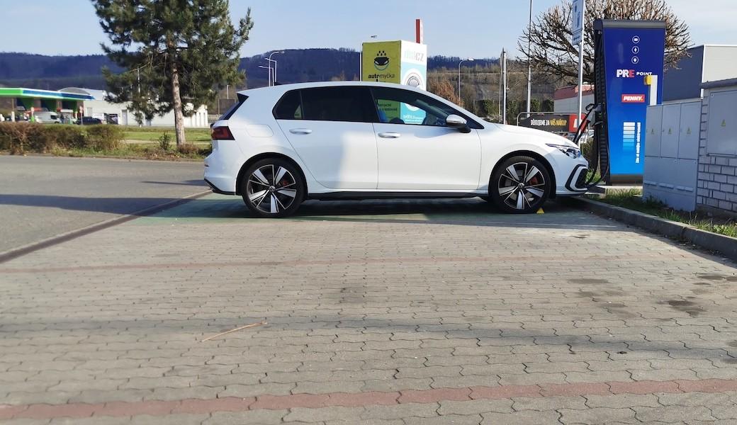 Reálná spotřeba benzínu a elektrický dojezd plug-in hybridu Volkswagen Golf GTE