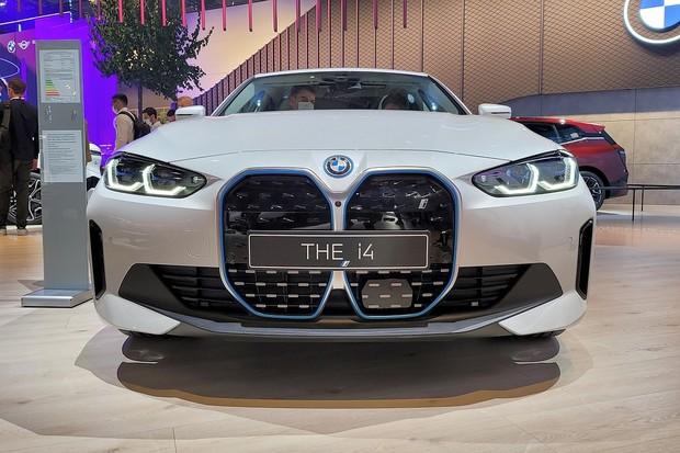 BMW i4 naživo: první klasický elektromobil z Mnichova nedělá ostudu