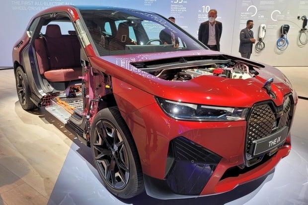 BMW iX zevnitř. Tohle je budoucnost
